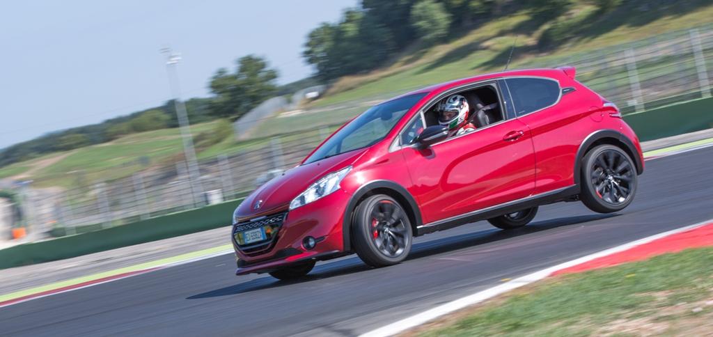Peugeot 208 GTi 30th, stabile e ben equlibrata va fatta scivolare