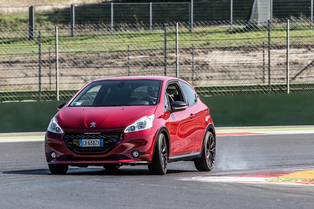 208 GTi 30th, agile e felina sul circuito di Vallelunga la piccola francese del segmento B