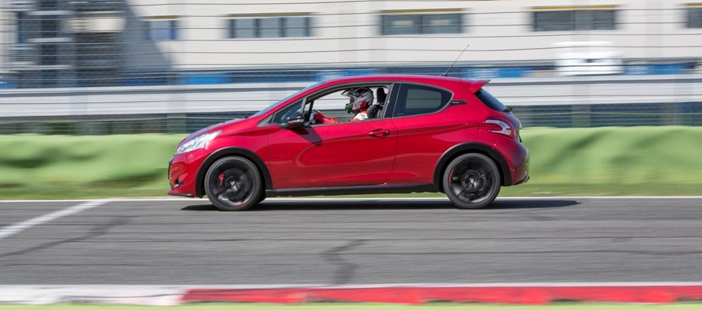 Grande accelerazione fuori dalle curve per la 208 GTi 30th