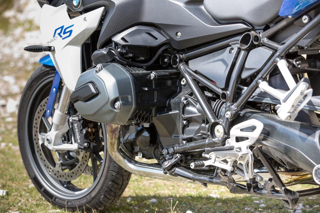 BMW R1200RS, un bicilindrico sempre ricchissimo di coppia e trazione