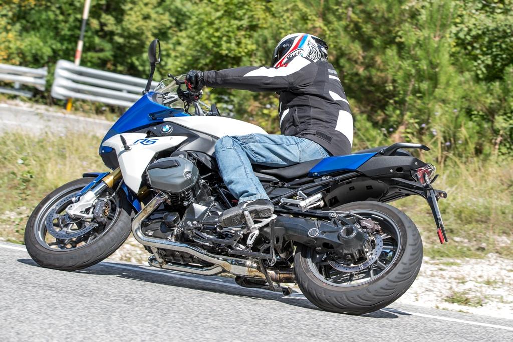 La BMW R1200RS è una moto bellissima da guidare, potente ed agilissima