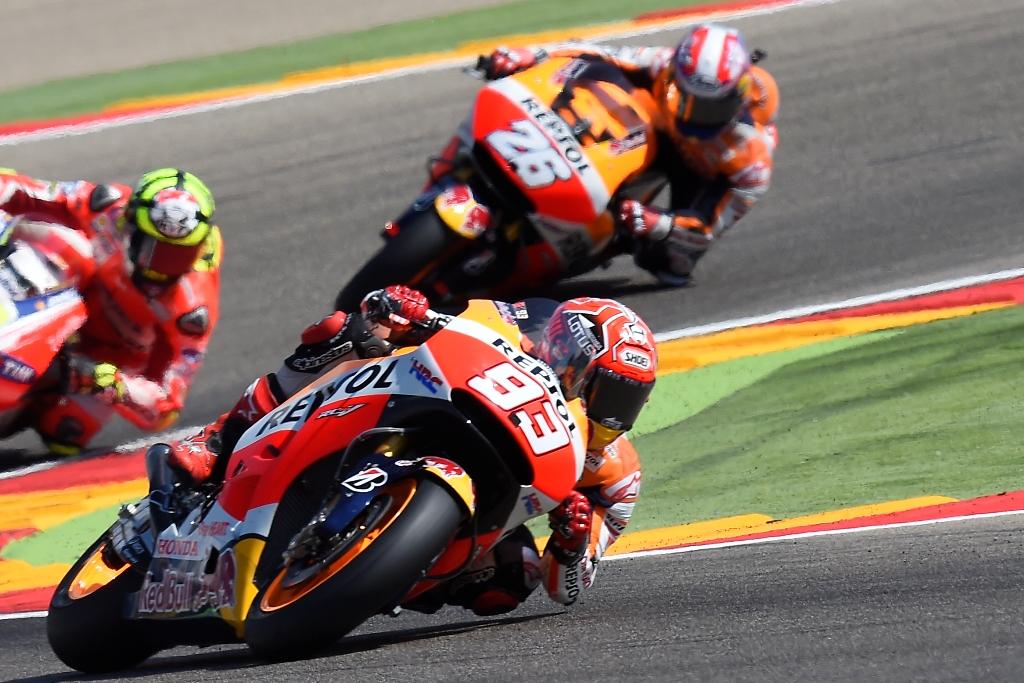 MotoGP Aragon 2015, Marquez è caduto mentre lottava con Lorenzo