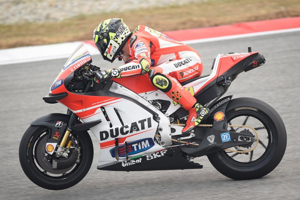 MotoGP 2015, Iannone out in Malesia a causa della rottura del radiatore