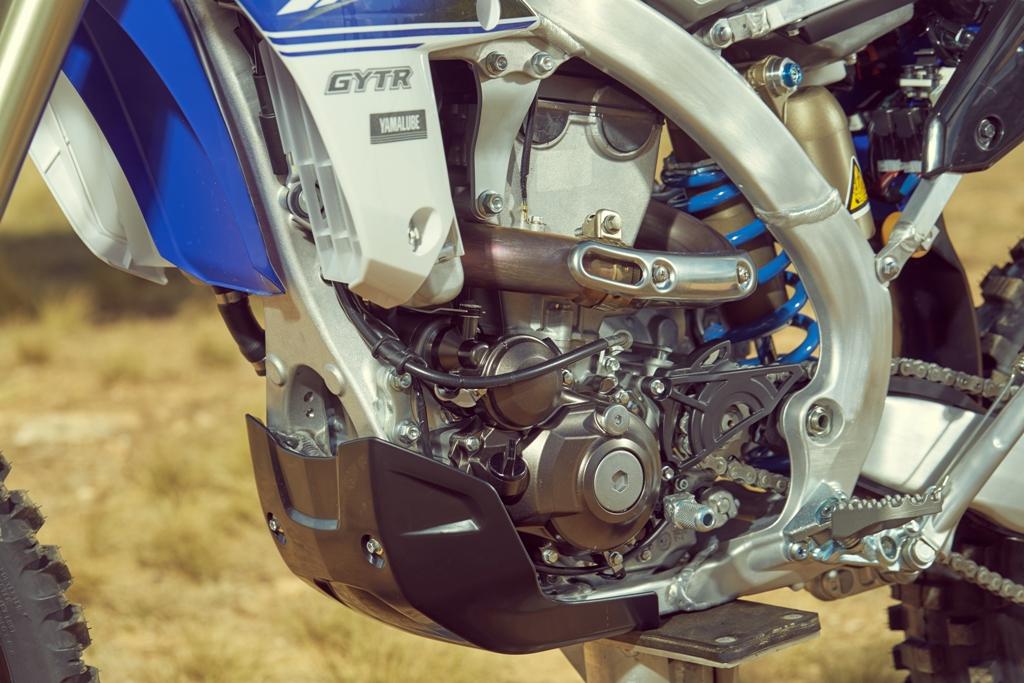La nuova Yamaha WR450F con testa rovesiata e cilindro inclinato all'indietro