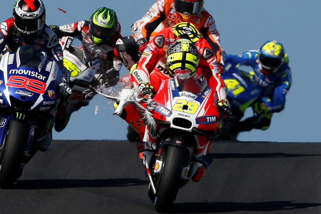 MotoGP 2015, Australia, Andrea Iannone nei primi giri di gara