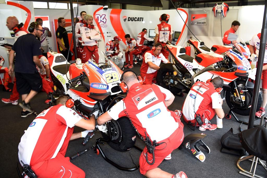 Il box Ducati prima della gara