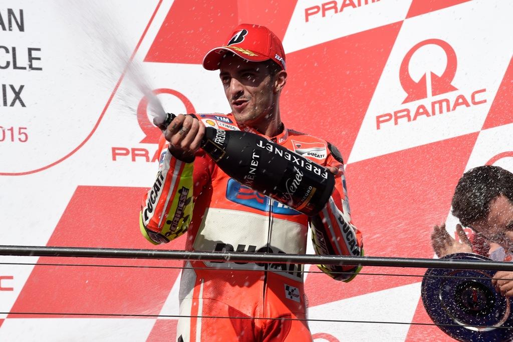 MotoGP 2015, Australia, Andrea Iannone sul podio australiano