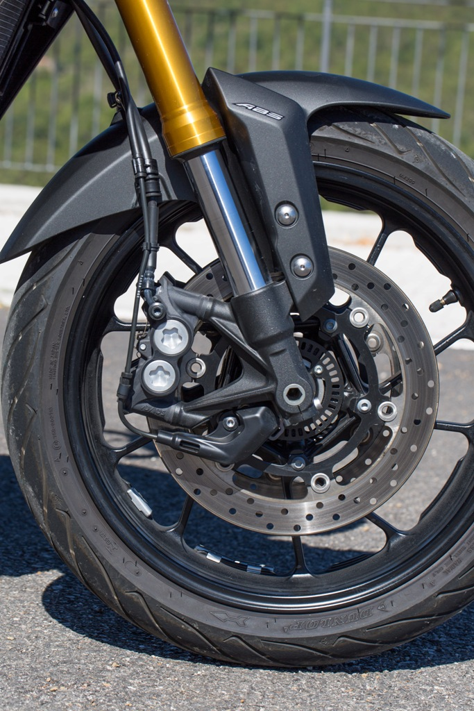 Yamaha Tracer, pinze radiali e forcella UD regolabile nel precarico