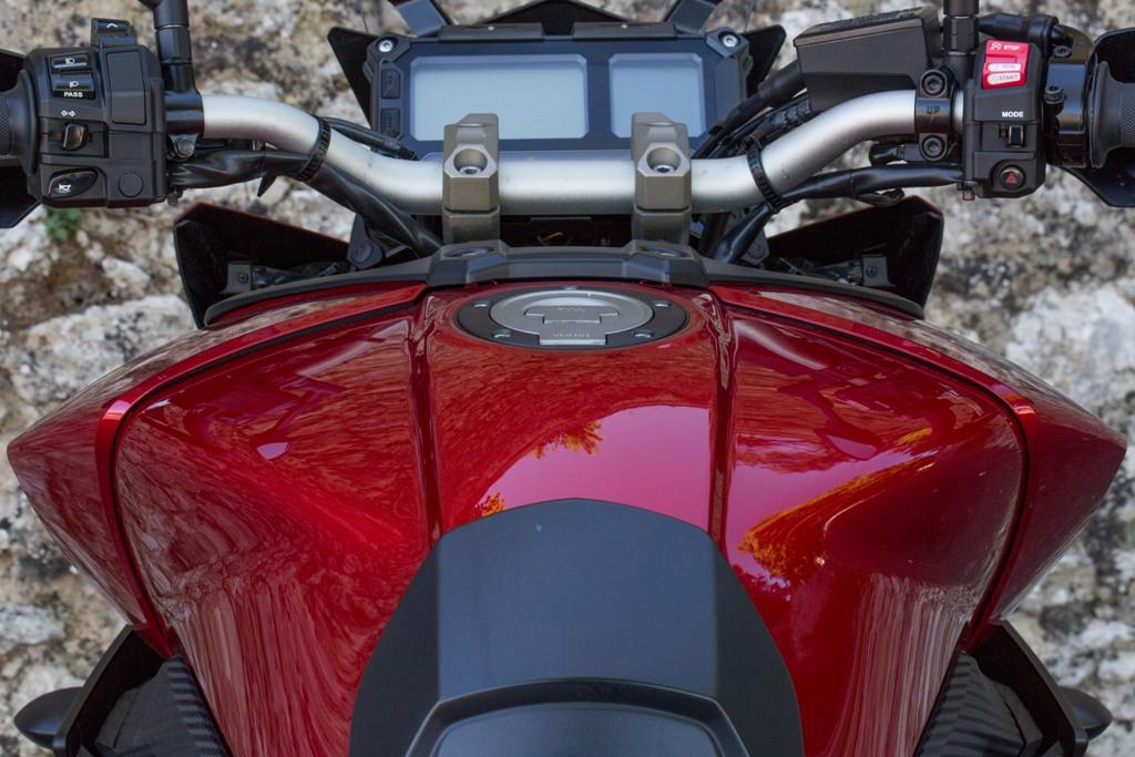 Yamaha Tracer, il serbatoio più grande, ovvero 300 km di autonomia