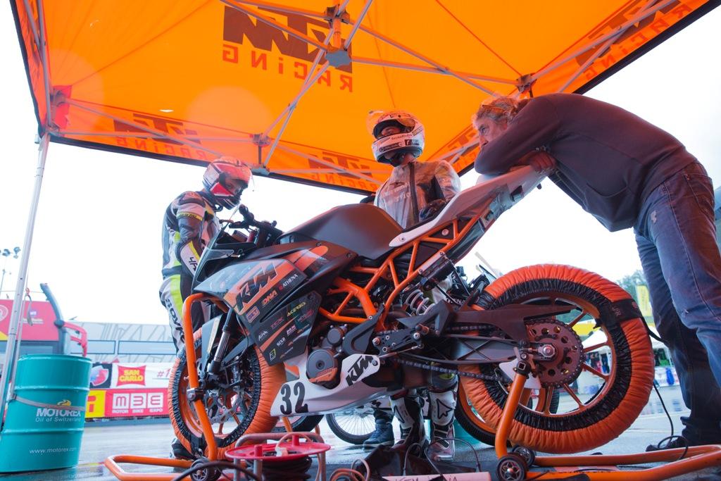 CIV 2015, Trofeo RC390 KTM, si lavora sulle moto