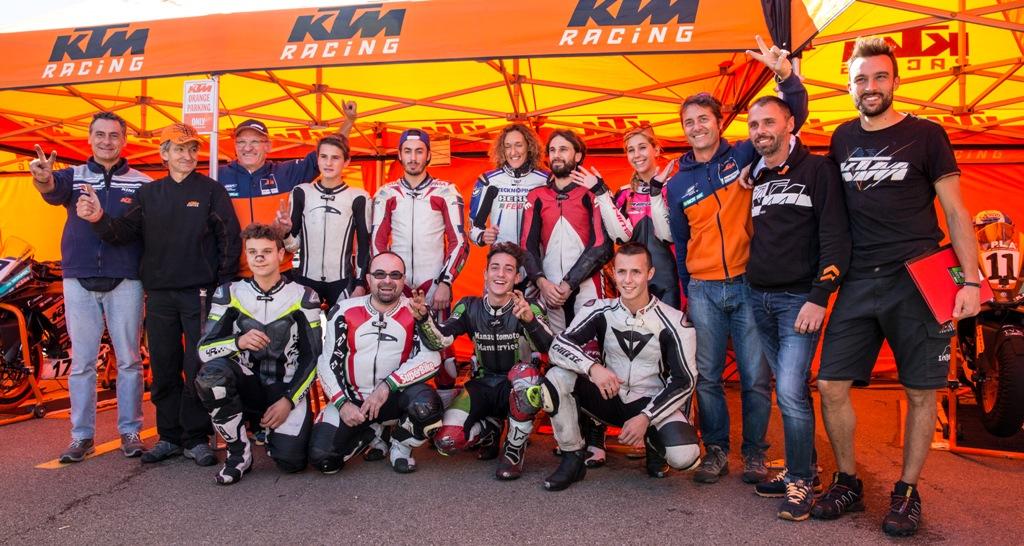 Foto di gruppo Trofeo RC390 KTM