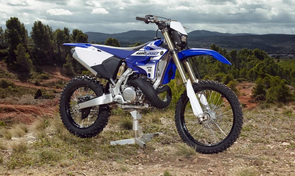 La WR250 2T, attesissima ed oggi in vendita grazie al kit Moto Spa