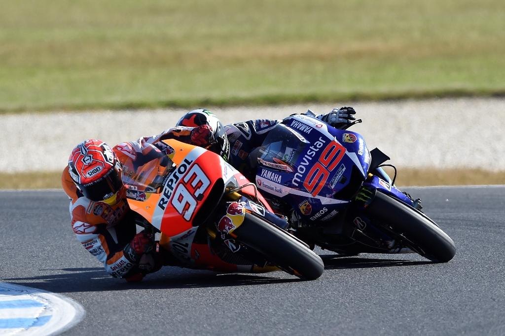 MotoGP Australia, il duello dell'ultimo giro tra Marquez e Lorenzo