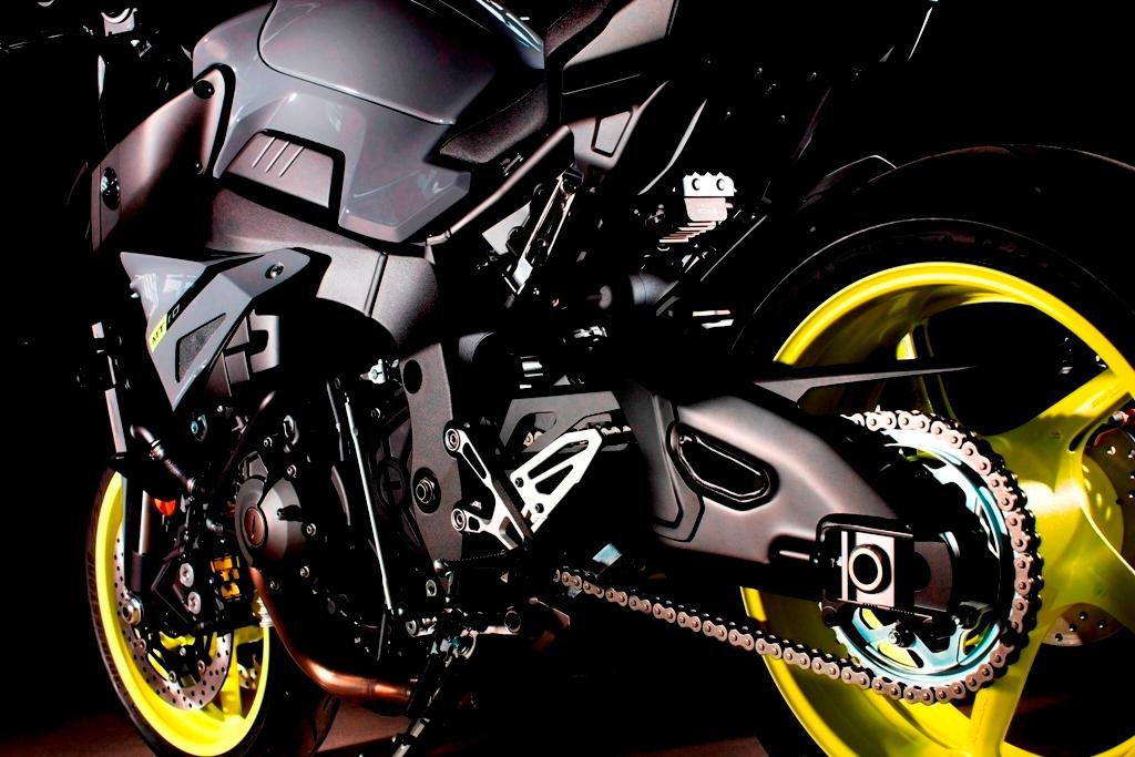 EICMA 2015, la Yamaha MT-10 forza pura