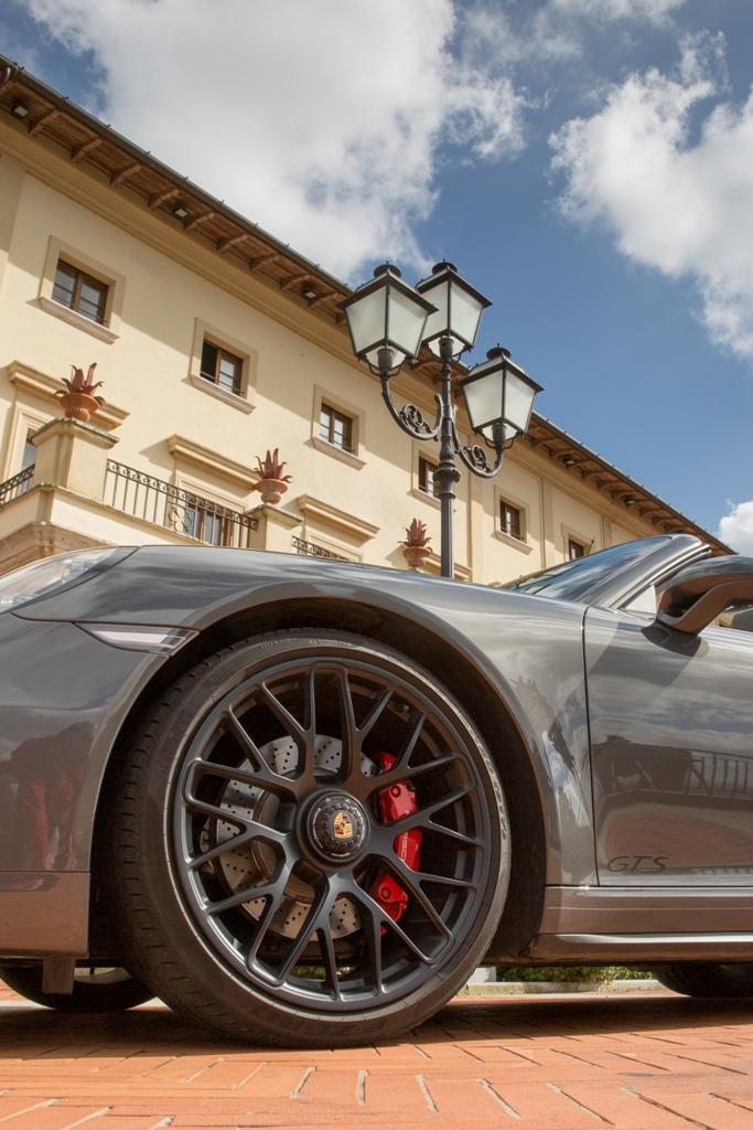 "Porsche 911 Carrera 4 GTS, i cerchi da 2'"" Turbo S"