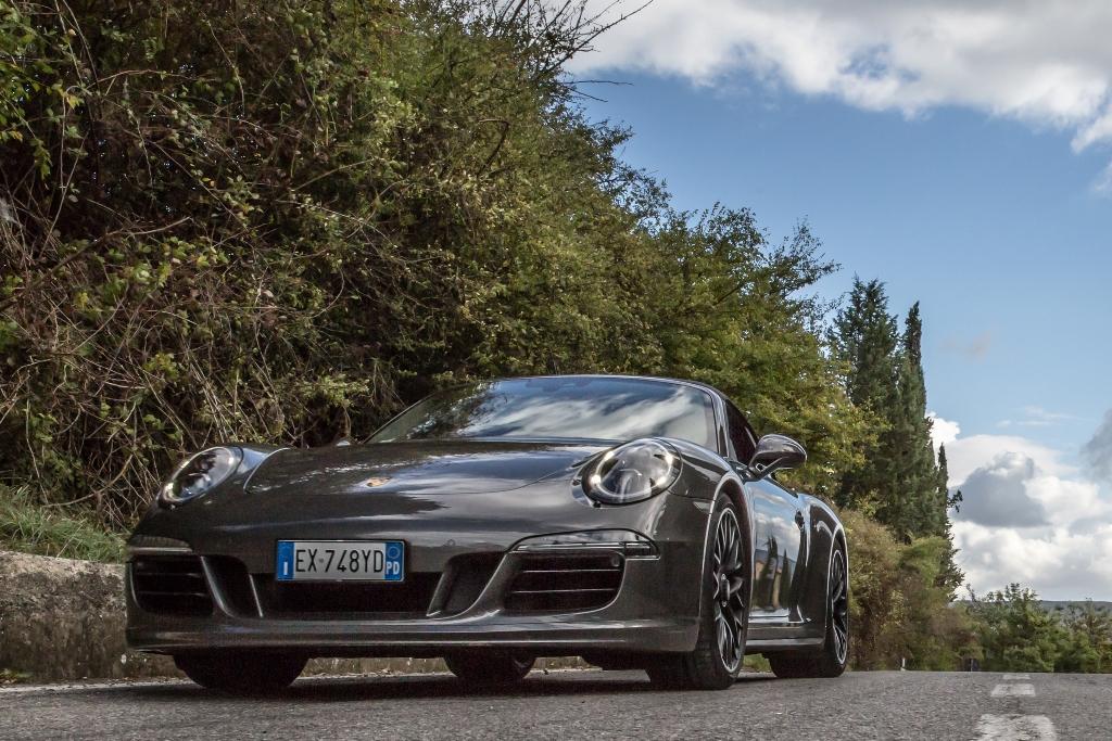 Porsche 911 Carrera 4 GTS, più larga e bassa la GTS 2015