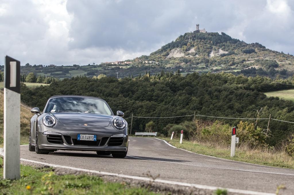 Porsche 911 Carrera 4 GTS, agile e potente con i suoi 430 Cv