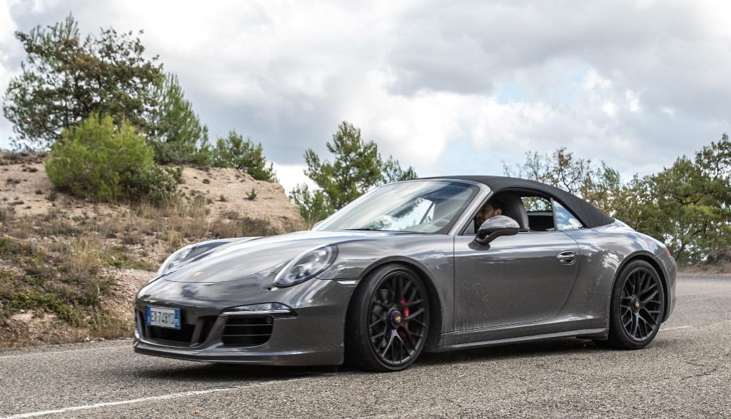 Porsche 911 Carrera 4 GTS, guida elegante ma anche sportiva