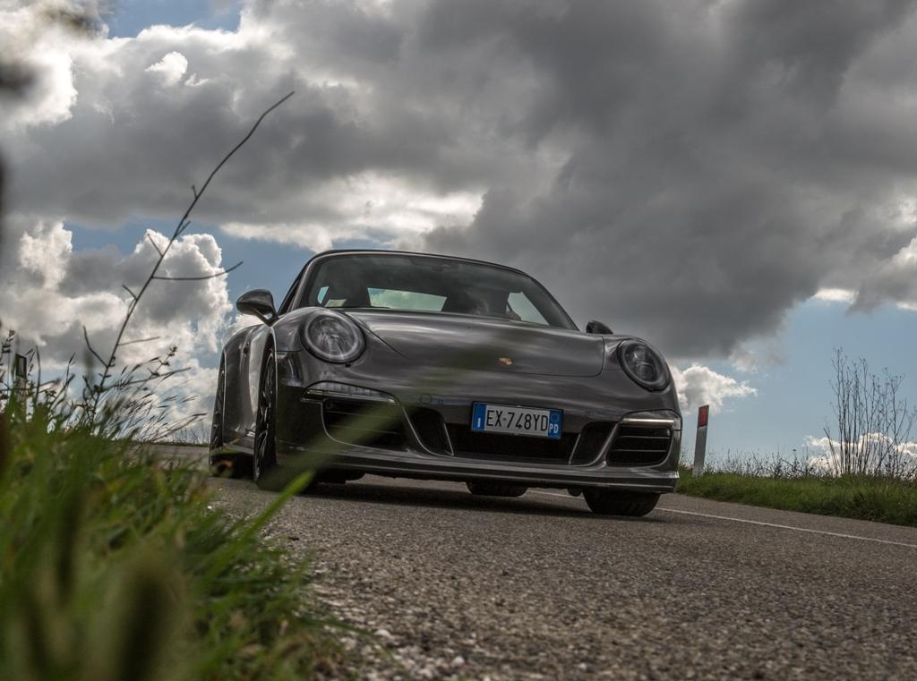 Colori quasi autunnali per la prova della 911 Carrera 4 GTS
