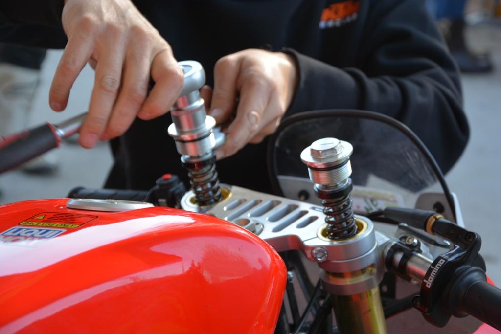 Ohvale, si lavora sulle molle forcella della moto
