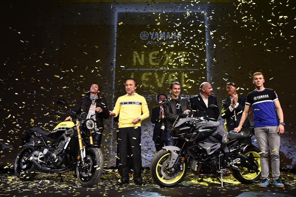 EICMA 2015, la Yamaha MT-10 con Rossi e Lorenzo sul palco