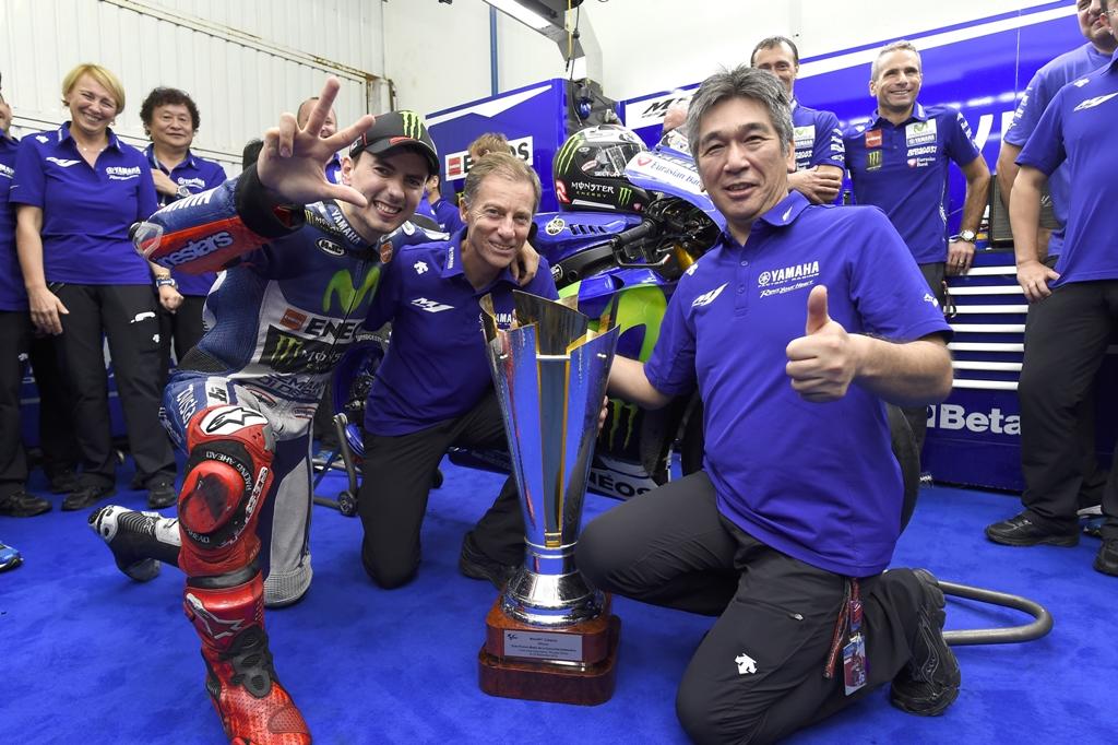 MotoGP 2015, Valencia, Jorge Lorenzo al box Yamaha