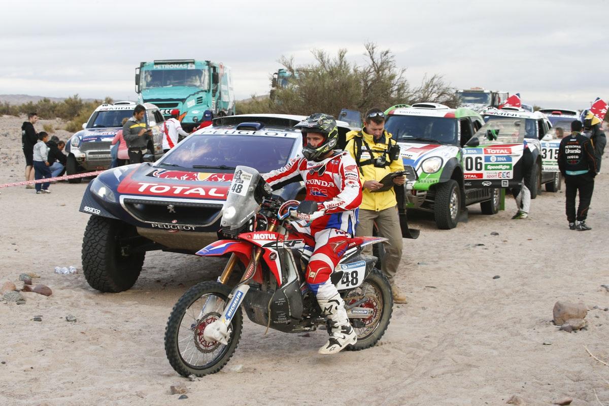 Dakar 2016, partenza in gruppi, cosa atipica per la Dakar