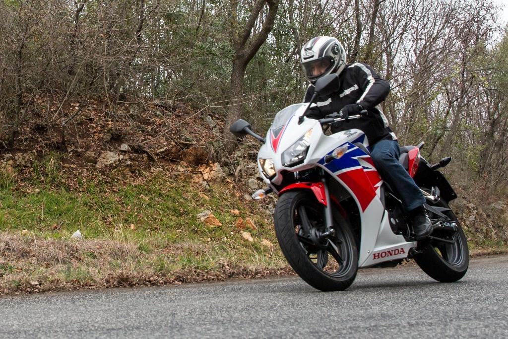 Honda CBR300R, sempre maneggevole e leggera