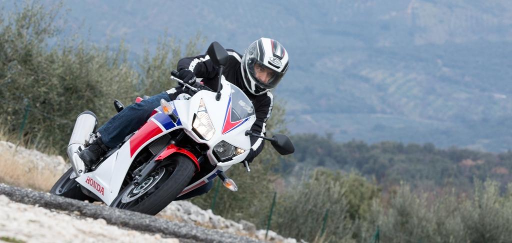 Honda CBR300R, bella da guidare sui tratti extraurbani