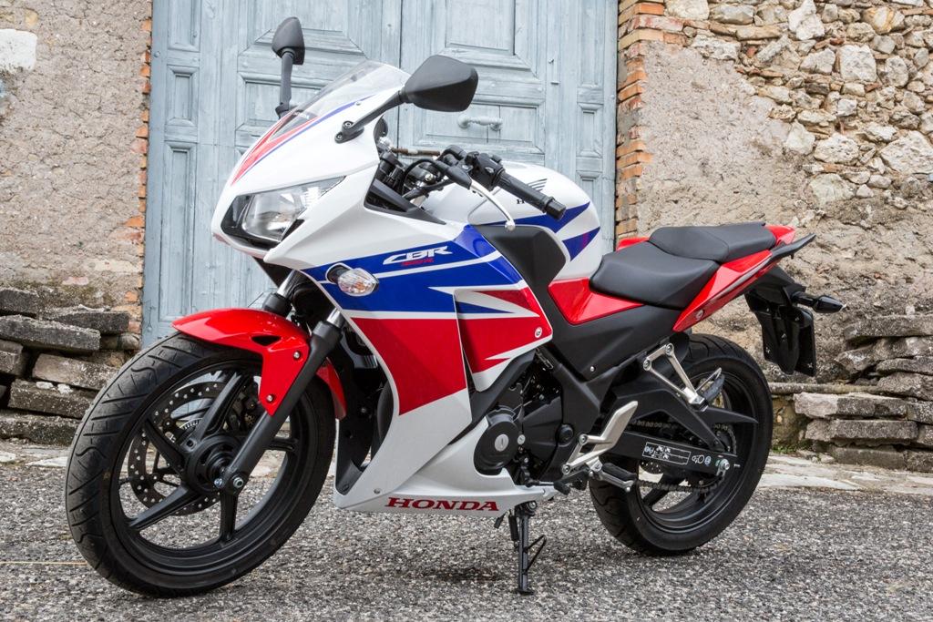 Honda CBR300R, look sportivo per una moto equilibrata