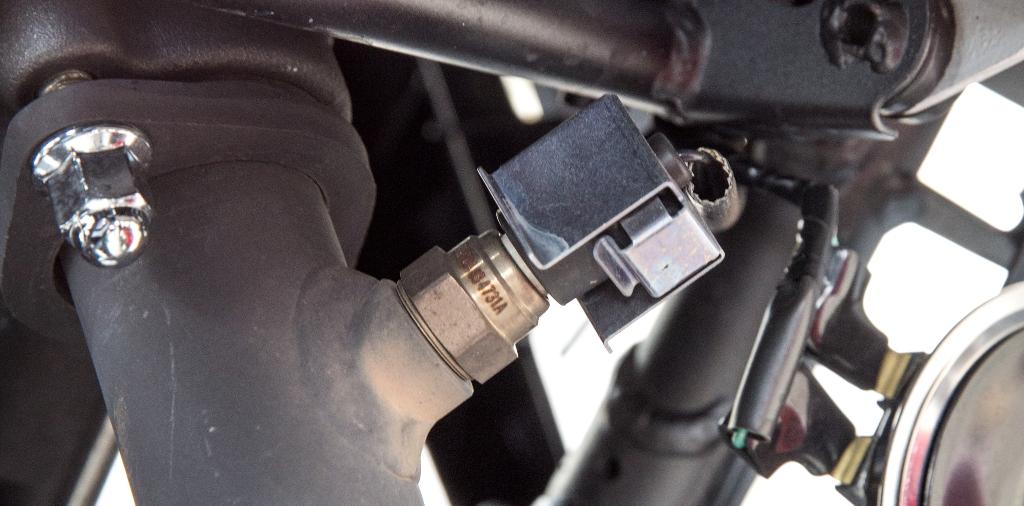 Honda CBR300R, la sonda Lambda sul collettore di scarico