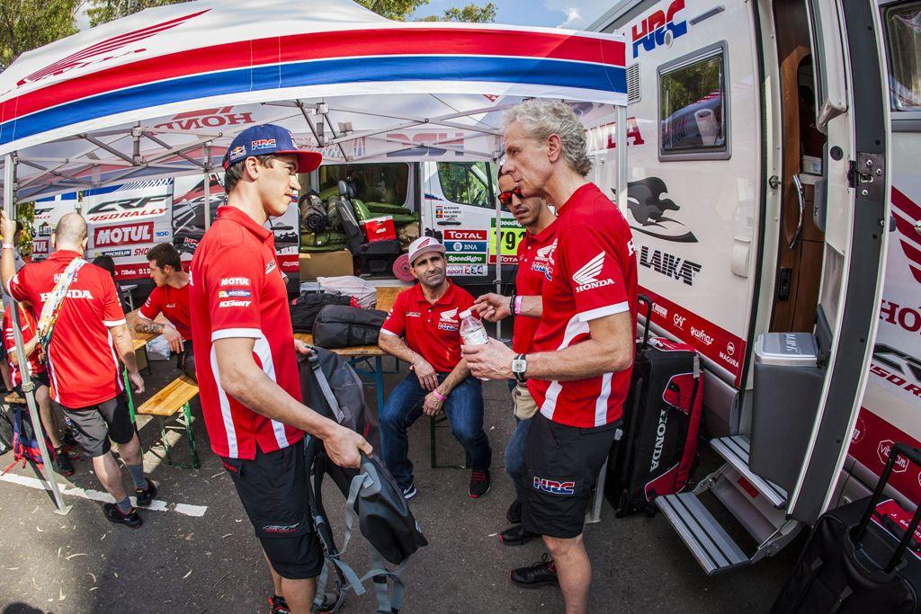 Juan Barreda e Martino Bianchi al motorhome HRC