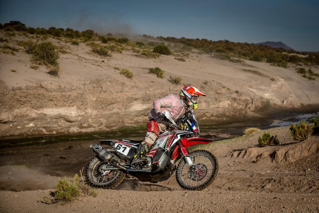 Adrien Metge in un passaggio alla Dakar 2016