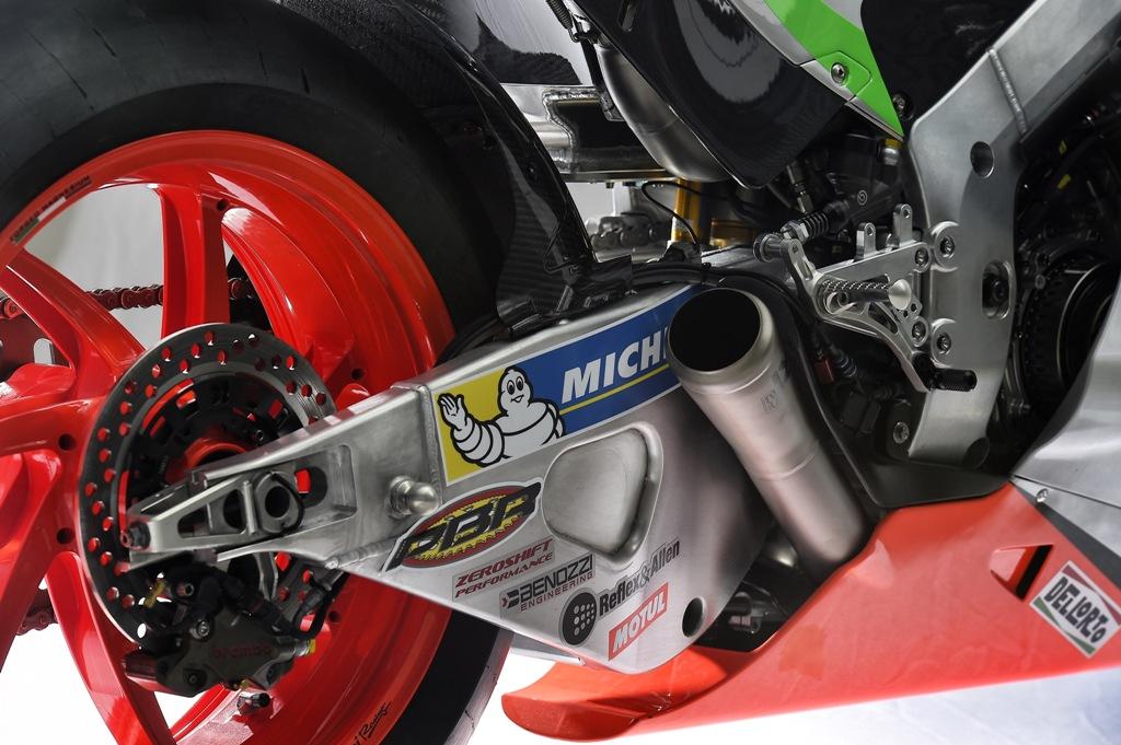 MotoGP 2016, Aprilia RS-GP '16, lato scarico