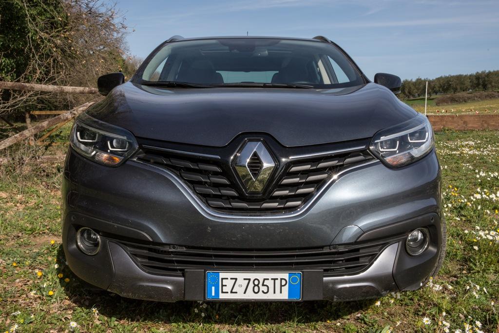 Renault Kadjar 4x4 Bose, frontale aggressivo e mascherina ampia