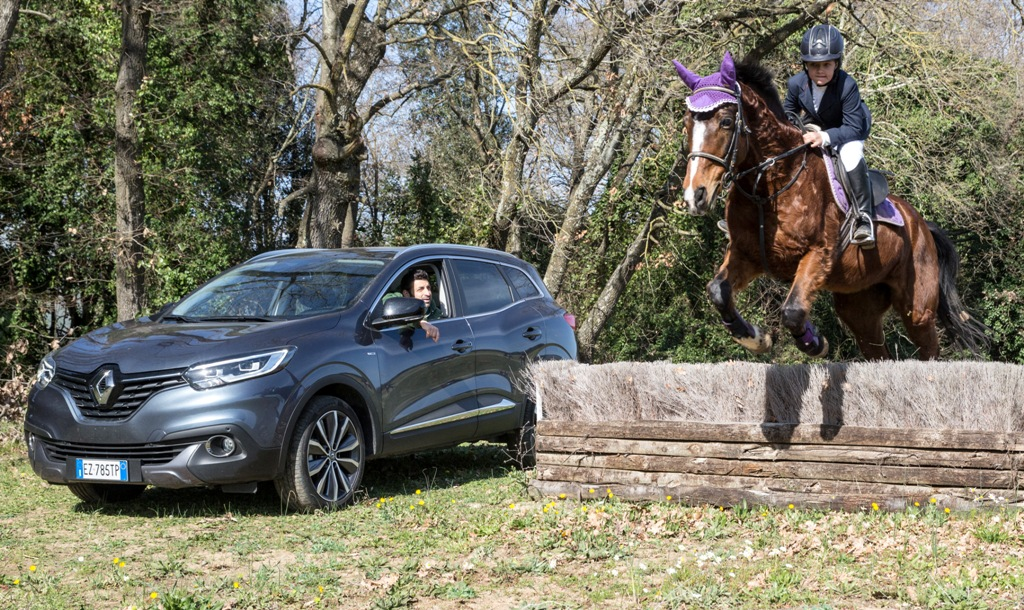 Renault Kadjar 4x4 e cavalli, due mondi che esprimono mssima libertà