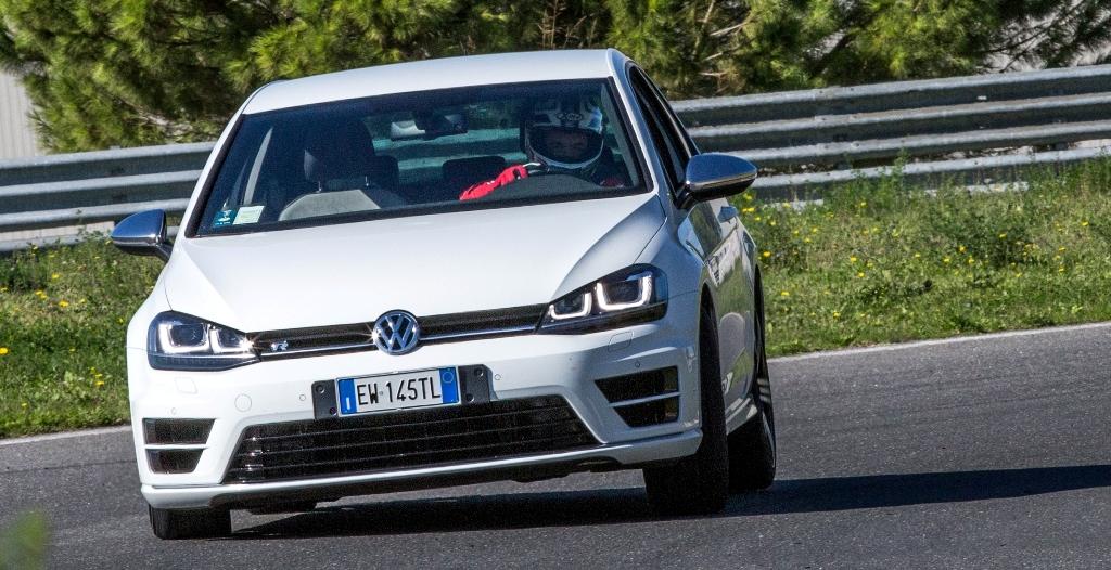 La Golf R cattura l'attenzione per prestazioni e tenuta trasversale
