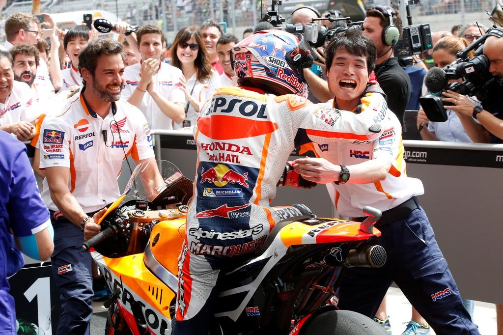 MotoGP 2016, Marquez festeggia a fine gara