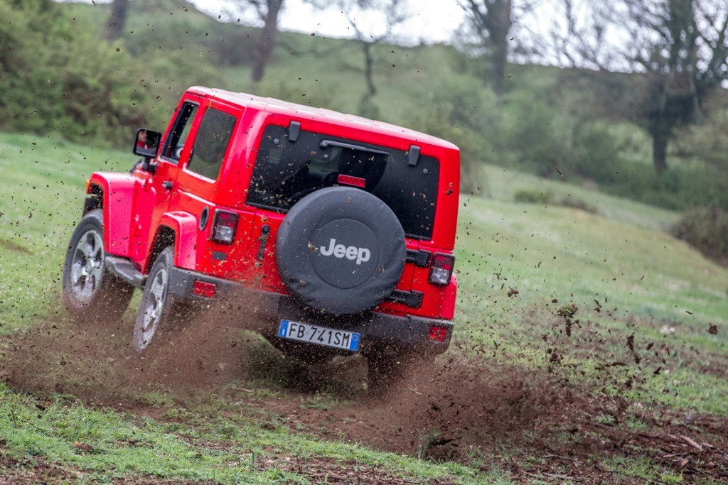 Jeep Wrangler Sahara, il V6 da 284 Cv è molto esuberante!