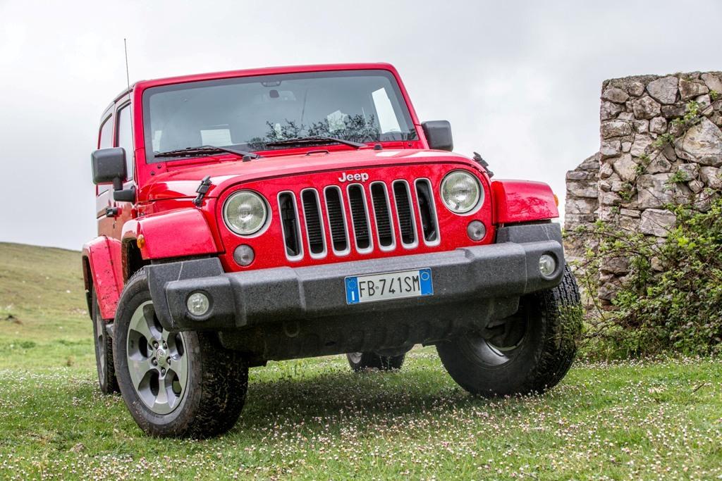 Jeep Wrangler Sahara, design distintivo del frontale