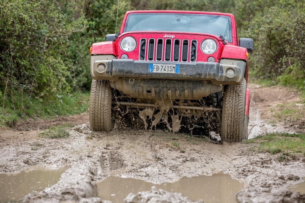 Jeep Wrangler le pozze di fango nel nostro test