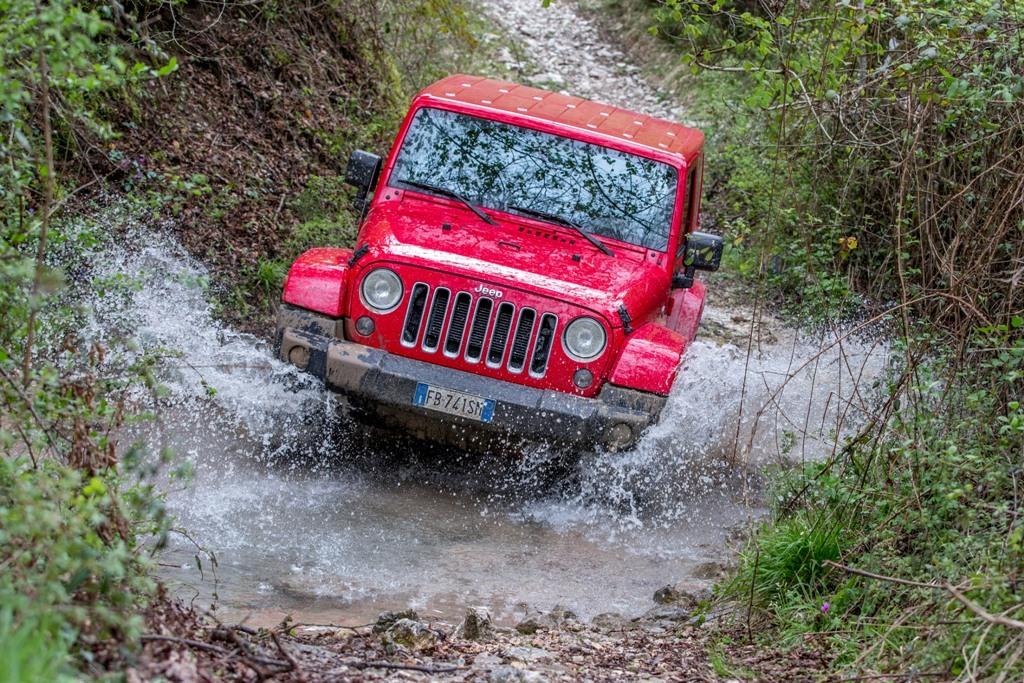 Jeep Wrangler Sahara, il letto del fiume