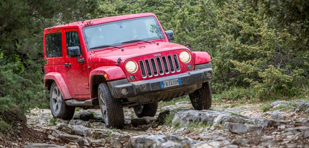 Jeep Wrangelr, sassi e gradoni per la Sahara