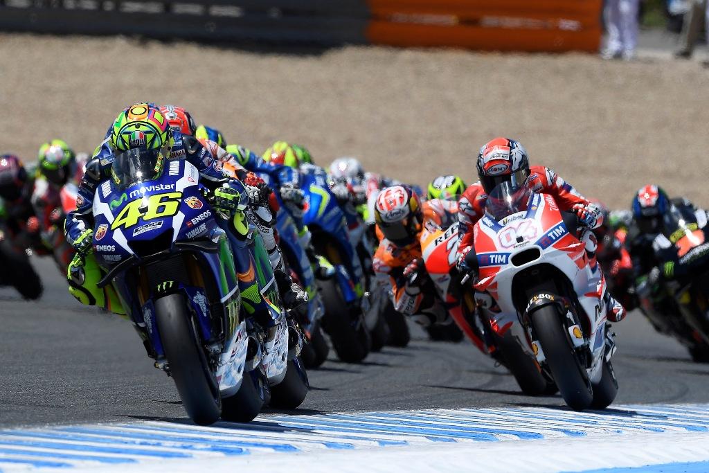 MotoGP Jerez 2016, la partenza con Rossi in testa