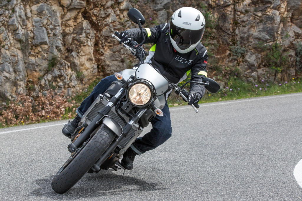 Yamaha XSR700, buono il comportamento delle coperture Phantom