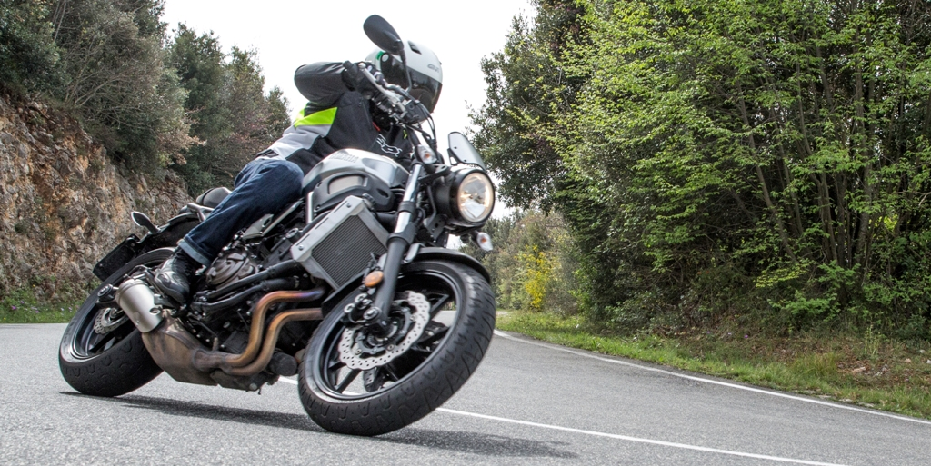 Yamaha XSR700, agile e sempre facile da guidare