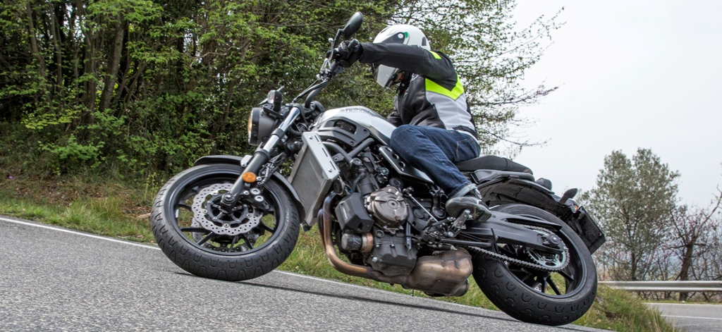 La Yamaha XSR700 è ricca di spunti per una guida sempre divertente