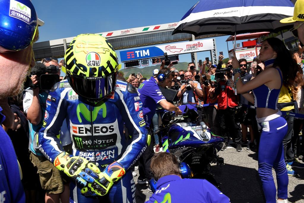 finita in fumo la gara di Valentino Rossi al Mugello