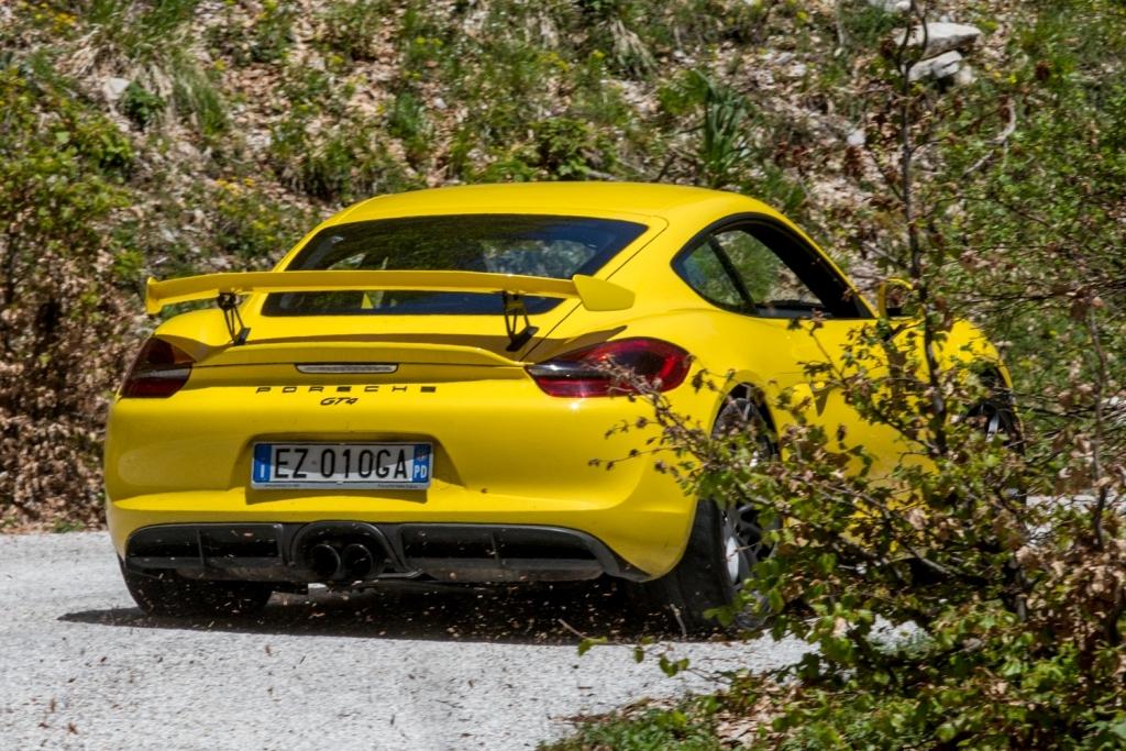 La Cayman GT4 sorprende anche su strada