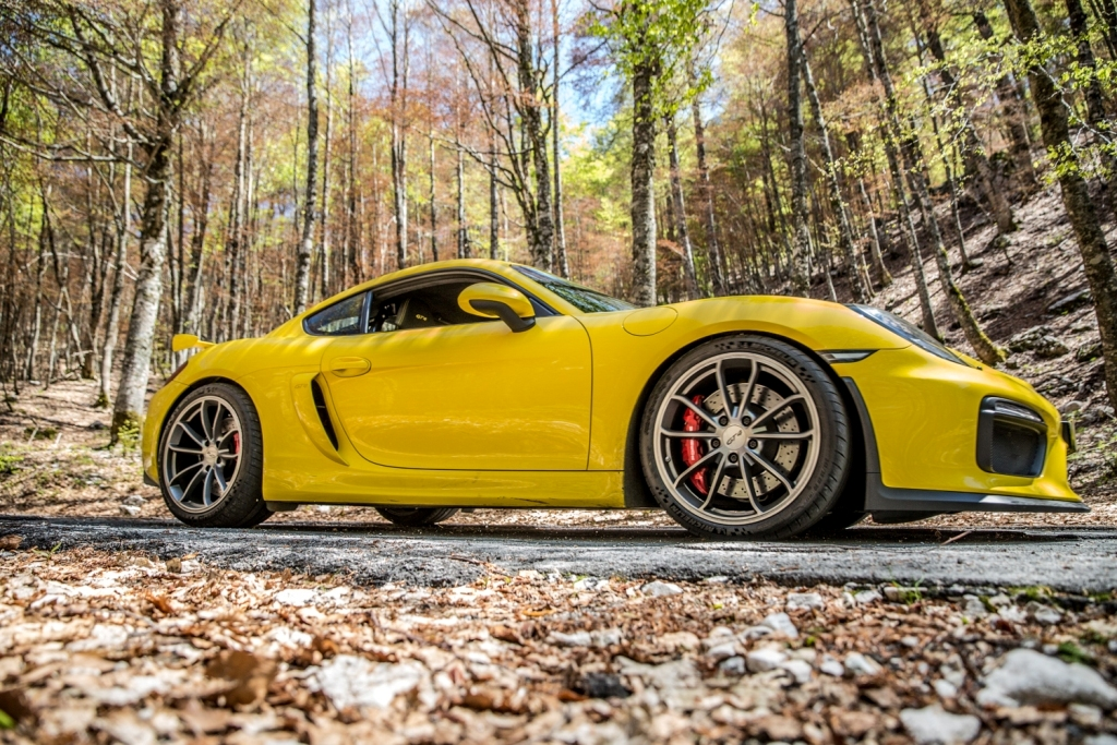 Porsche Cayman GT4, unica e sensoriale